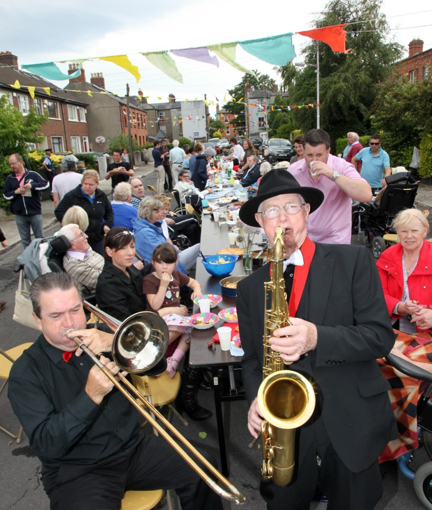 The Good Time Jazz band performing at Street Feast in Bushfield Terrace beside Royal Hospital Donnybrook, Donnybrook Dublin 4, 18th July 2010. Streetfeast.ie is a new nationwide event to celebrate community.Credit: (c) Paula GeraghtyContact 0876101340 or mspgeraghty@yahoo.ie for confirmation and Terms and conditions of use. Moral rights asserted may not be used innappropriately nor without context.