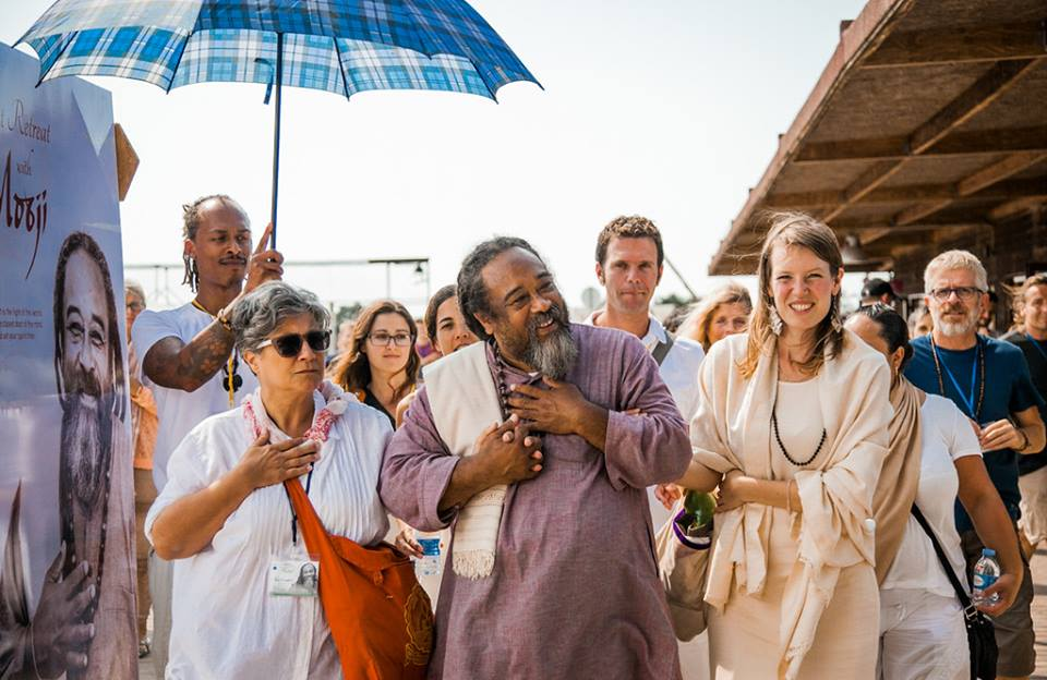 2016 Summer Piece: Silent Retreat with Mooji - Positive Life